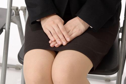スカート丈は座った時にひざが隠れないぐらいがベスト