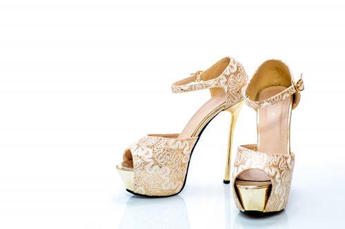 歩きにくい靴